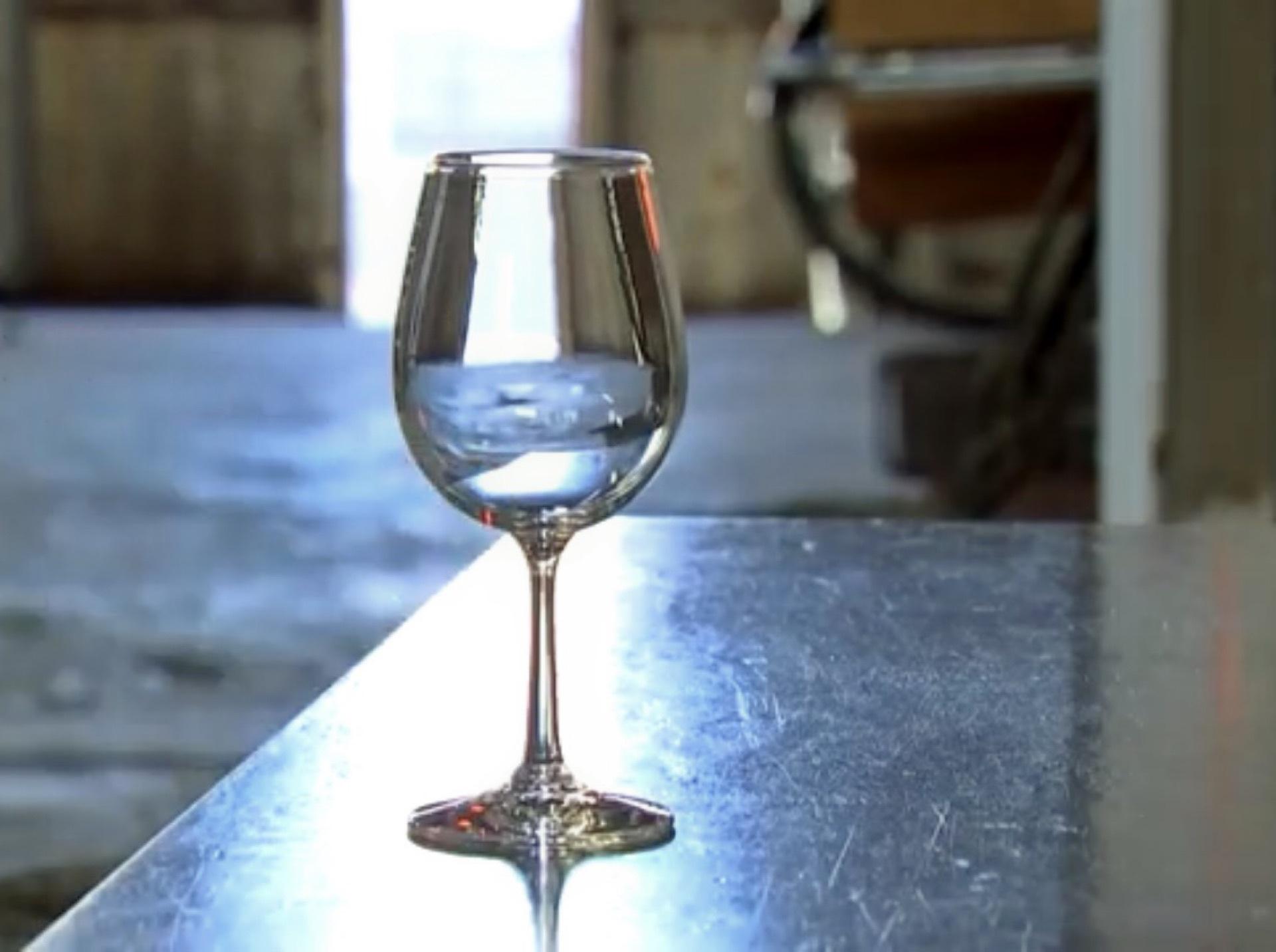 「ワイングラスができるまで」動画